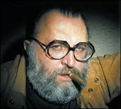 Qui est ce réalisateur, père du western spaghetti, célèbre pour la trilogie du dollar et la trilogie 'Il était une fois' qui a rendu célèbre l'acteur Clint Eastwood et le compositeur Ennio Morricone ?