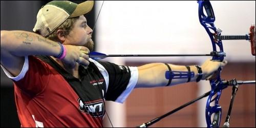 Au tir à l'arc, on mesure le bras tendu du pouce au cou. Comment s'appelle cette mesure ?