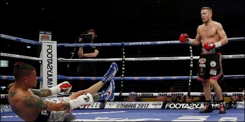 Que fait un boxeur qui jette l'éponge ?