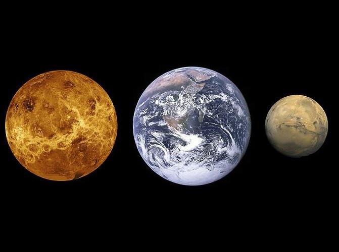 Les deux planètes les plus proches de la Terre sont Mercure et Mars.