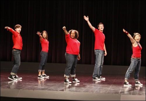 Quelle est la première chanson que chante Glee ?