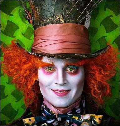 Johnny Depp nous ressort une composition capillaire de toute beauté (n'est-ce pas ? ), encore pour un film de Tim Burton. Lequel est-ce ?