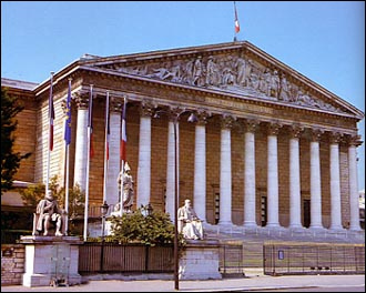 Situé sur la rive gauche de la Seine à Paris, le Palais-Bourbon a été construit au XVIIIe siècle. Il abrite actuellement :