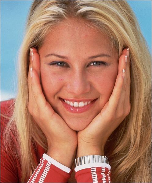 Quel chanteur est le 'latin lover' d'Anna Kournikova ?