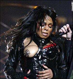 Quel chanteur avait créé le scandale en dévoilant le sein de Janet Jackson lors d'un show donné à l'occasion du Superbowl de 2004 ?