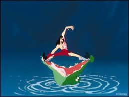 Comment disparait le méchant capitaine Crochet dans ' Peter Pan ' ?