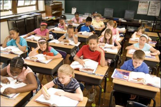 Les élèves se taisent, la classe est ___________.
