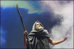 Comment s'appelle le  Grand-Prètre , frère de Moïse, qui a laissé faire ce Blasphème ?