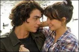 De quel nouvel élève du lycée Clem tombe-t-elle amoureuse lors de la saison 1 ?