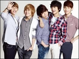 Quand a eu lieu le premier concert des SHINee ?
