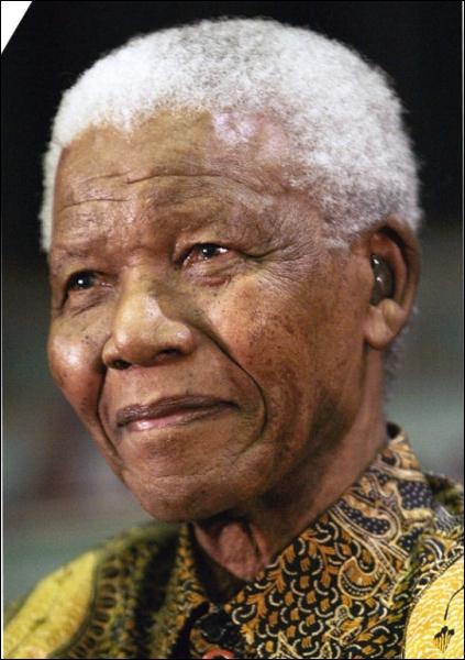 Leader noir et président sud-africain né en 1918, c'est :