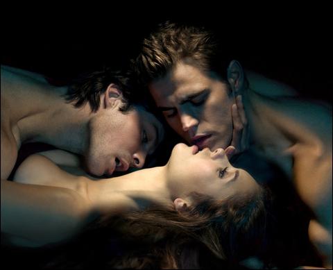 Avec lequel de ses deux compagnons à l'écran, l'interprète d'Elena, Nina Dobrev, est-elle en couple dans la vraie vie ?