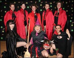 Qui chantait 'Oui je suis la sorcière, je suis vieille, je suis moche, je suis une mégère' ?