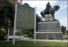 Quel président américain fit pression sur la commission d'enquête pour discréditer la mémoire de Custer en le présentant comme un illuminé compulsif avide de gloire ?