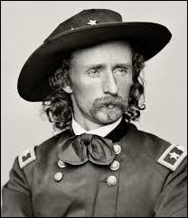 """Quel célèbre général, héros de la guerre de Secession, est envoyé par le Bureau des Affaires indiennes """"pacifier"""" la région ?"""