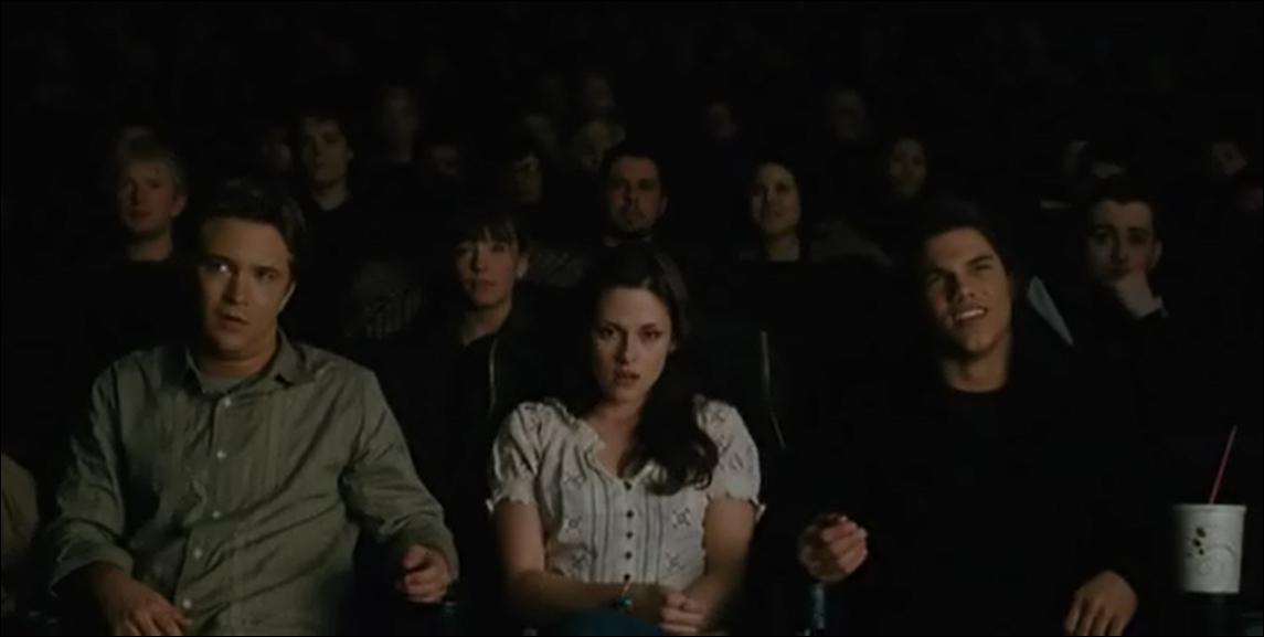 Quel film Mike, Bella et Jacob vont-ils voir au cinéma ? (Tentation) DANS LE FILM