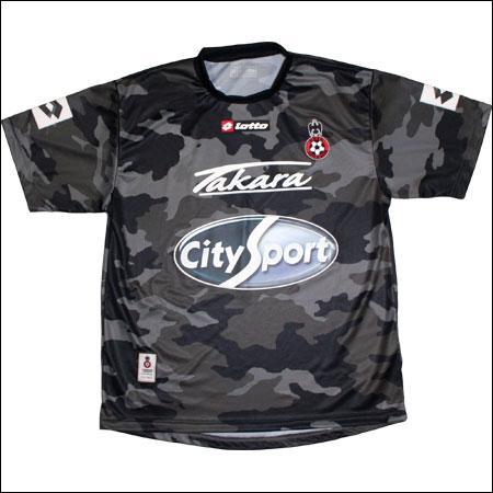 A quelle équipe appartient ce maillot ? (pour la laideur du maillot)