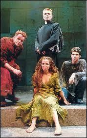 Chanteur, j'ai été révélé par mon rôle de Phoebus dans la comédie musicale 'Notre Dame de Paris', je suis