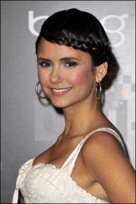 Quel âge Elena a-t-elle fêté lors du 1er épisode de cette saison ?