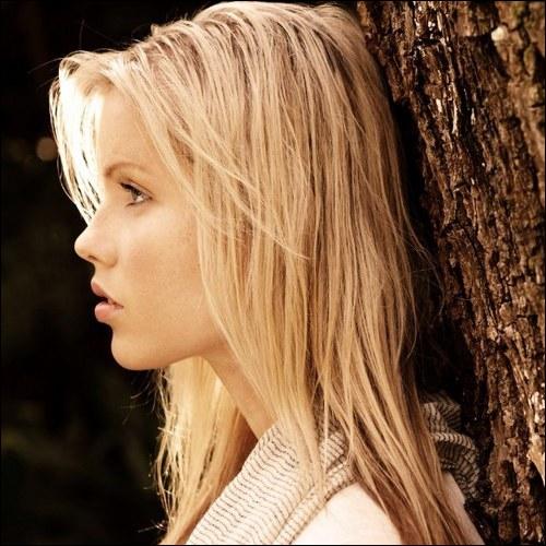 Qui joue Rebekah ?