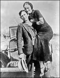 Où se trouvait Bonnie Parker quand elle fut tuée en compagnie de Clyde ?