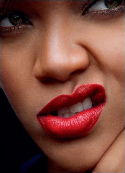 Dans quelle émission Rihanna faisait-elle partie du jury ?