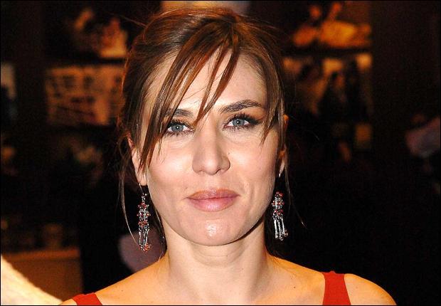 Le prénom de cette actrice vous donnera le titre d'une chanson. Celle-ci, dans la chanson de Brel , est revenue.