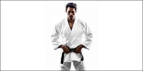 Dans les arts martiaux, comment appelle-t-on la tenue d'un judoka ?