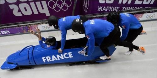 En bobsleigh, qui se place à l'arrière ?