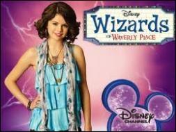 Comment se prénomme la jeune fille qui est l'héroïne principale de la série ?