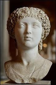 Quel est le prénom de la soeur et co-régente de Théodose II ?