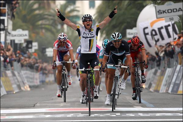 Qui est ce coureur de la HTC qui remporte ici devant Fabian Cancellara la première classique de la saison Milan San Remo ?