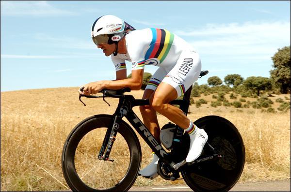 Nous découvrons maintenant l'ancien champion du monde du contre-la-montre Fabian Cancellara dont la domination dans ce domaine vient de s'achever. Combien d'années a-t-il déjà porté ce maillot ?