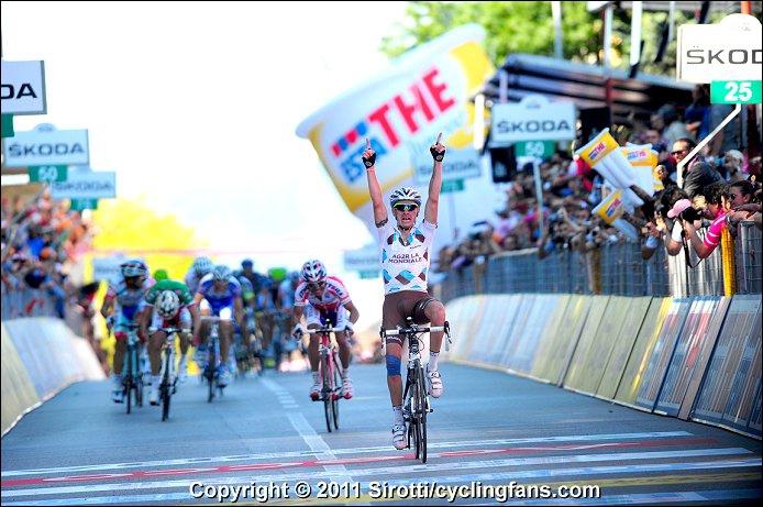 Restons sur ce Giro 2011 où certains français ont brillé. A l'image, John Gadret qui remporte la 11ème étape. Mais à quelle place du classement général finit-il ?