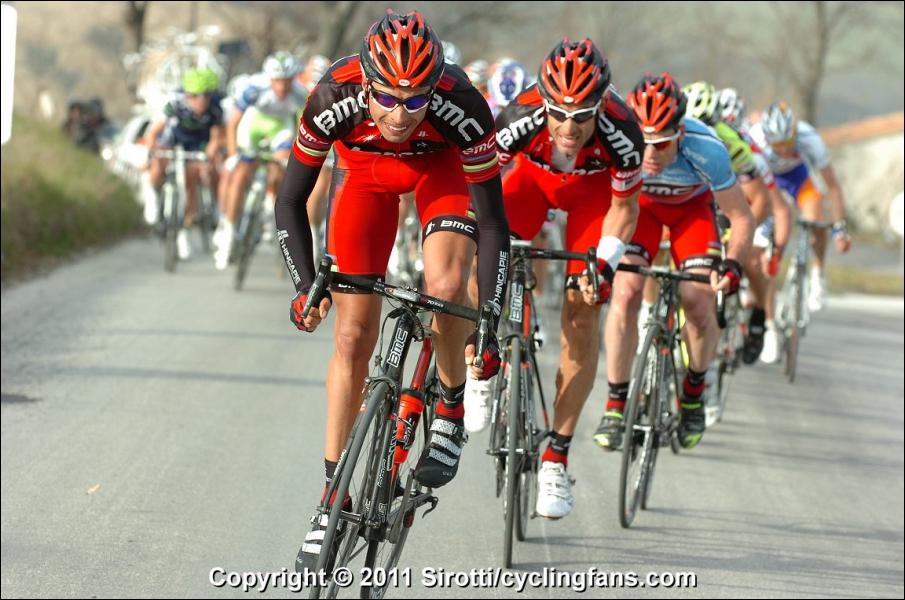 Nous voici sur Tirreno-Adriatico avec l'équipe BMC de Cadel Evans. Qui est ce coéquipier qui roule pour lui et arbore les liserets arc-en-ciel puisqu'il fut le champion du monde 2009 ?