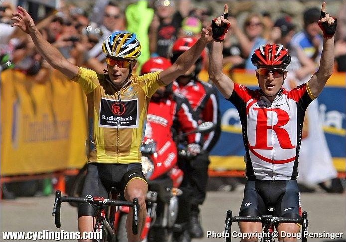 Jetons un oeil au tour de Californie où la Radioshack brilla. En jaune, le vainqueur de l'épreuve Chris Horner. Ces deux-là abandonnèrent lors du Tour de France. Qui est le coureur de droite ?