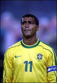 Parmi ces trois footballeurs brésilliens, lequel n'a jamais gagné le ballon d'or ?