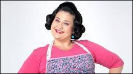 Qui s'occupe de la cuisine et du ménage dans la maison de Violetta ?
