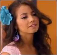 Comment s'appelle cette fille qui voulait sortir avec Maxi lors de la saison 1 ?