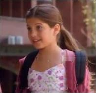 Comment s'appelle la petite cousine de Tomas dont la jeune star Maestro Zambrano est tombé amoureux lors de la saison 1 ?