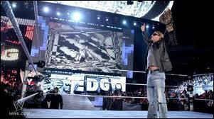 Le 15 avril, Edge prend sa retraite des rings à cause d'une blessure au cou. Quel record établit-il ?