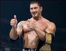 Le 16 septembre, Batista récupère le World Heavyweight Championship dans un Triple Threat Match. Qui est le troisième homme ?