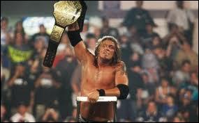 Le 01 juin, Edge gagne le World Heavyweight Championship dans un TLC Match. Qui est son adversaire ?