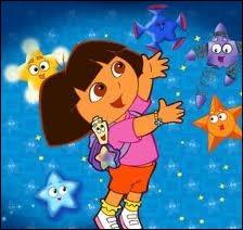 Quels objets volants aident parfois Dora dans ses aventures ?