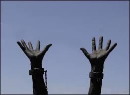 En quelle année la France a-t-elle reconnu la traite négrière comme un crime contre l'humanité ?