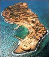 Quelle île au large du Sénégal est le symbole de la traite négrière ?