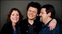Comment s'appelle le papa de la famille (à droite) ?