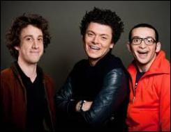 Comment s'appelle l'autre pote du trio (à gauche) ?