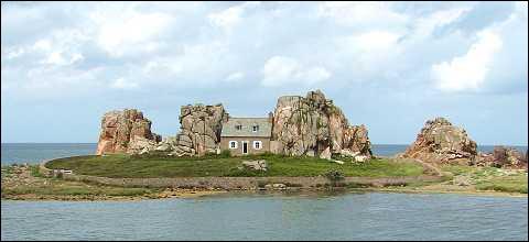 Quizz merveilles de la bretagne quiz bretagne - Maison entre deux rochers ...
