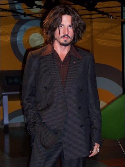 Sur la photo ci-contre, est-ce le vrai Johnny Depp ?